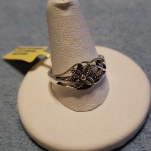 Jewelry - Sterling Silver Flower & Leaf Design Ring